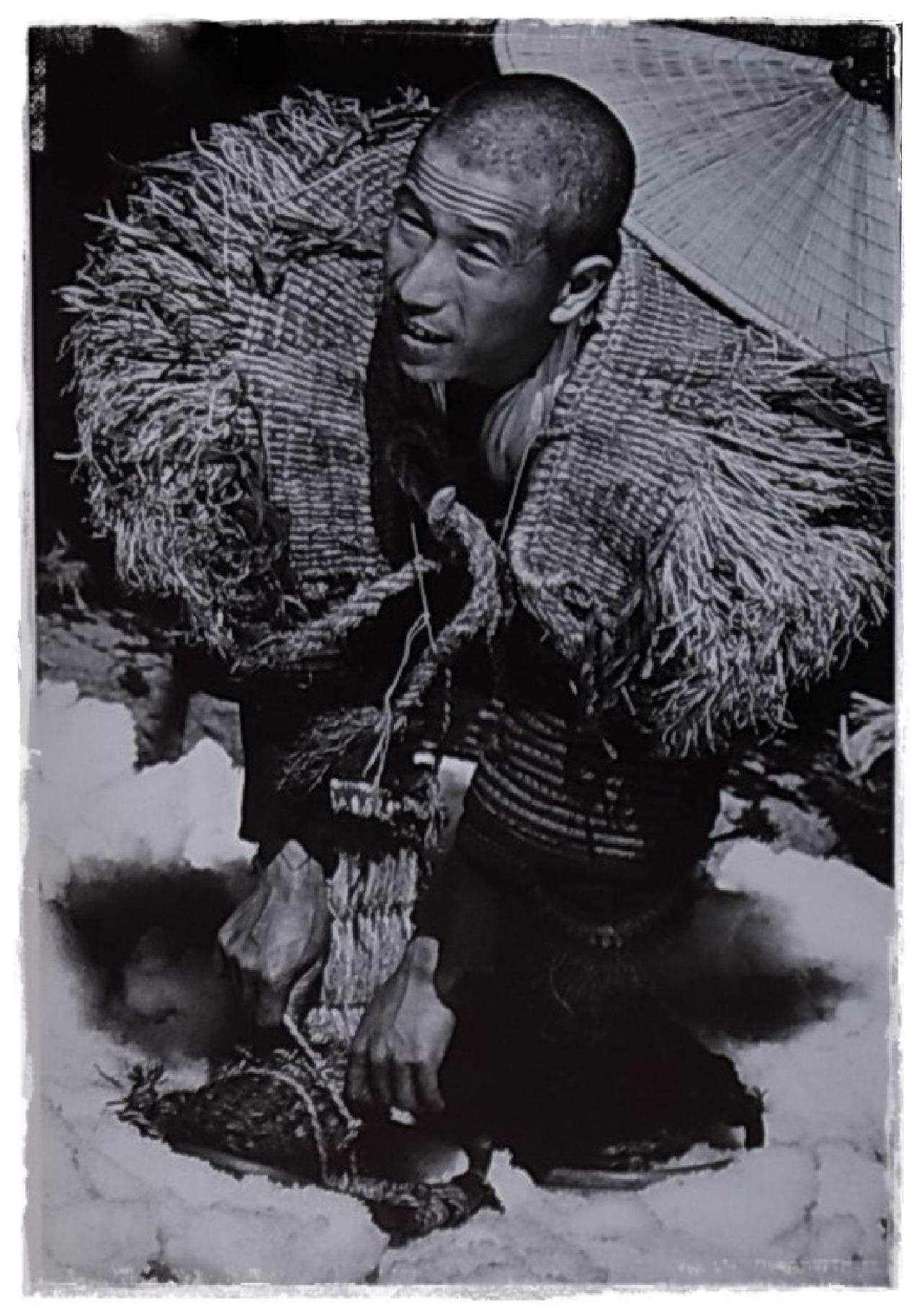 """de-salva: """"From the book: SNOW COUNTRY / Hiroshi Hamaya (濱谷浩) """""""