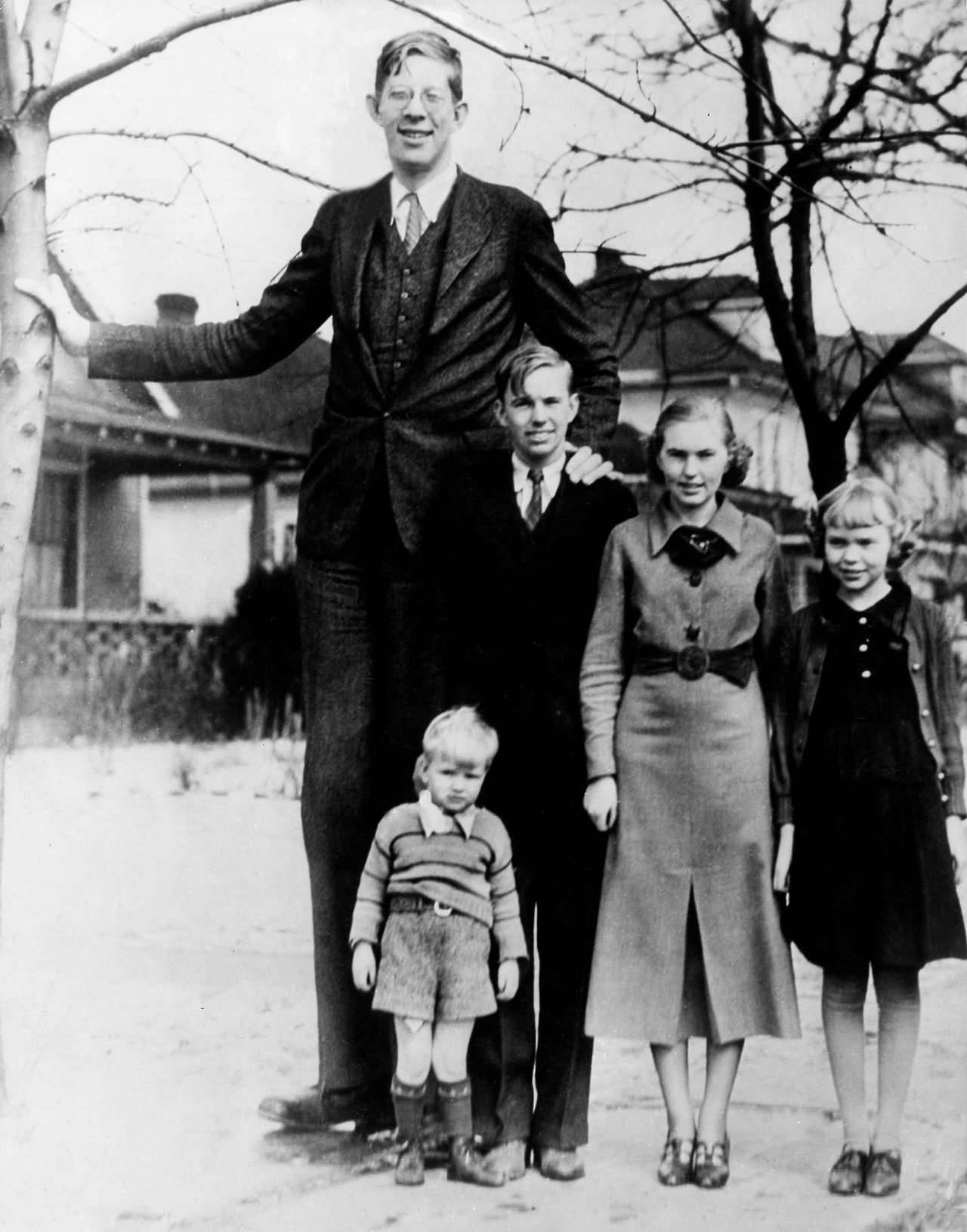 Robert Wadlow the world s tallest man in history with his… – History