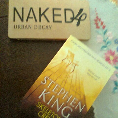 #bookstagram #makeupbooktag#eyeshadow #urbandecay #naked