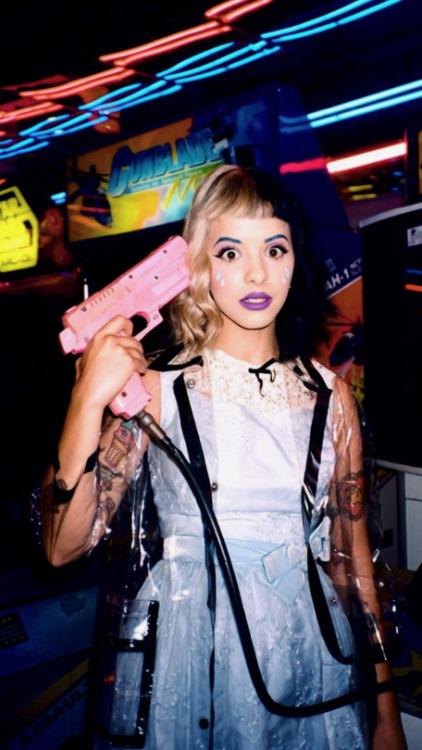 Gun Wallpaper Iphone Backgrounds Melanie Martinez Tumblr