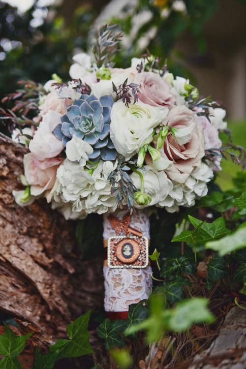 MERRY BRIDES  Succulent Bouquet Ideas