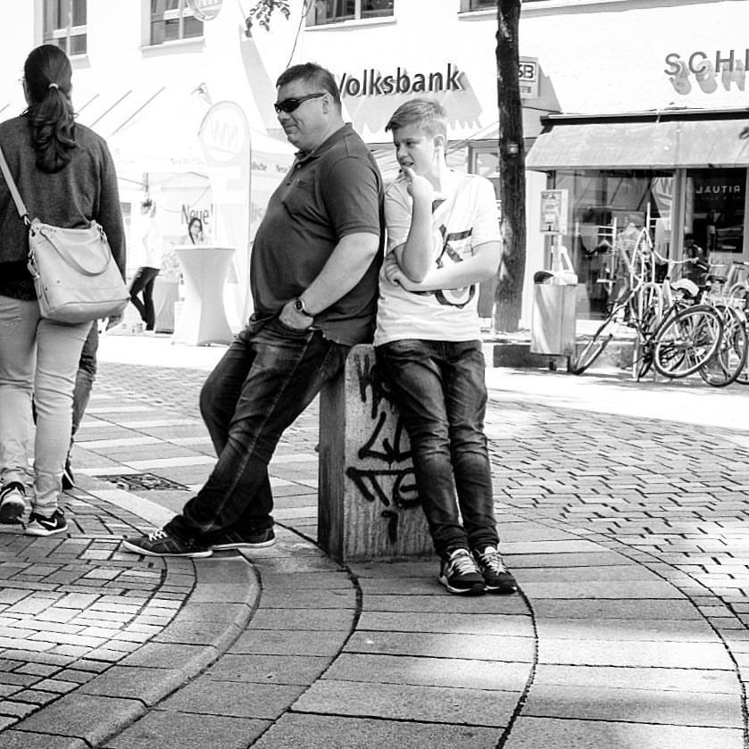 Father & son, Bielefeld 2017.#photooftheday #onephotoaday #photography #fujix100t #monochrome #swfotografie #blackandwhite #blackandwhitephotography #social #socialphotography #people #peoplephotography #portrait #streetphotography #streetstyle #gesellschaft #boy #fatherandson #owl #teutoburgerwald #bielefeld #leineweber #leineweber2017 #leinewebermarkt2017 (hier: Bielefeld, Germany)