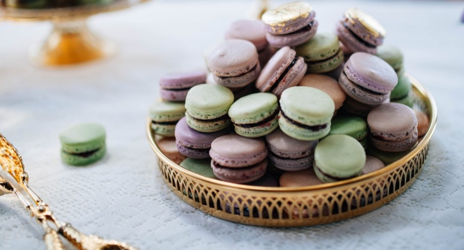 Purple, Green, and Blush French Macarons I Mischief Maker Cakes #frenchmacarons #purplemacarons #greenmacarons #blushmacarons #mischiefmakercakes #themischiefmaker #kentuckymacarons #kentuckywedding