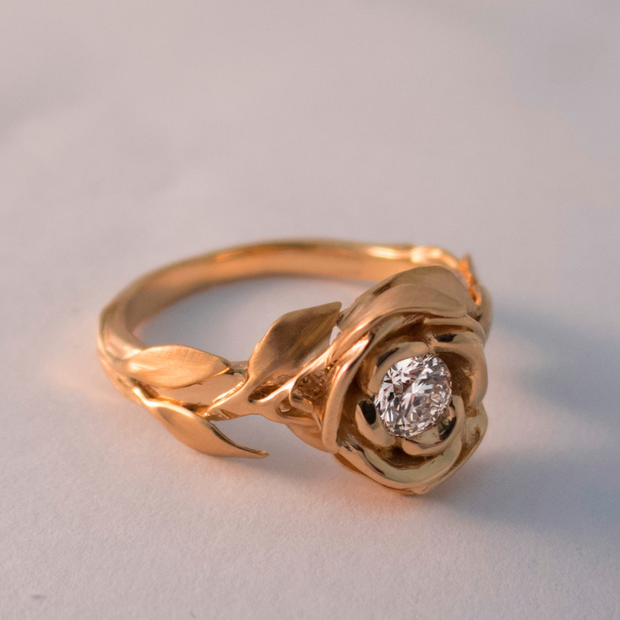 CULTURE N LIFESTYLE  Exquisite Leaves & Rose Shaped Gold