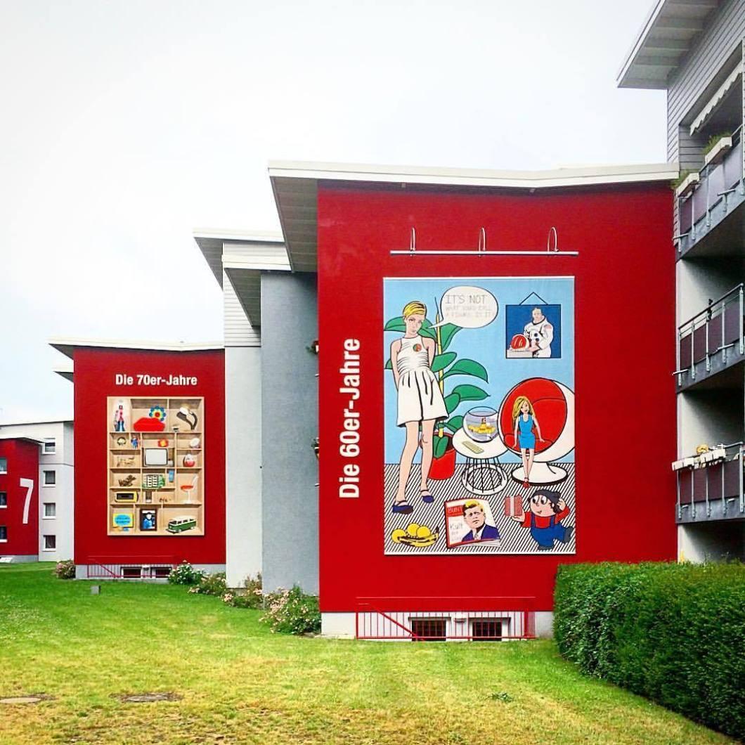 BGW Bielefeld, 2017.#photooftheday #onephotoaday #photography #photographerslife #iphoneonly #iphonography #iphonephotography #colorphotography #farbfotografie #architecture #architektur #architekturfotografie #architecturephotography #streetlife #streetart #streetstyle #streetphotography #fassade #red #70s #60s #style #wandmalerei (hier: Bielefeld, Germany)