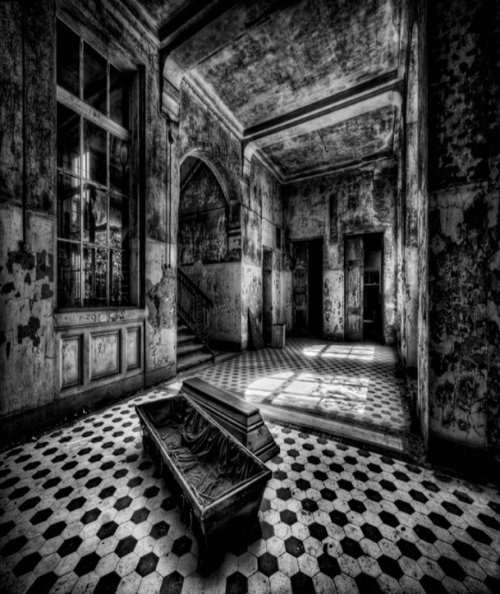 witchinqhour:    Do The Dead sleep in coffins?  Do they sleep in beds like humans?  What about human vampires?  Meet them in THE DEAD GAME by Susanne Leist  http://www.amazon.com/author/susanneleist  http://www.outskirtspress.com/thedeadgame