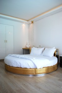 9 Luxury Bedrooms With Round Beds | Luxury Accommodations