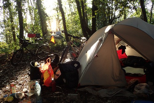 Il suffit de planter la tente pour se sentir comme à la maison !e