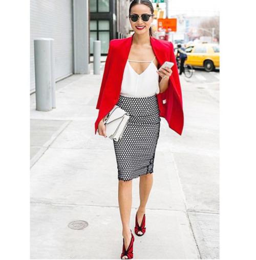 Risultati immagini per rosso e bianco outfit