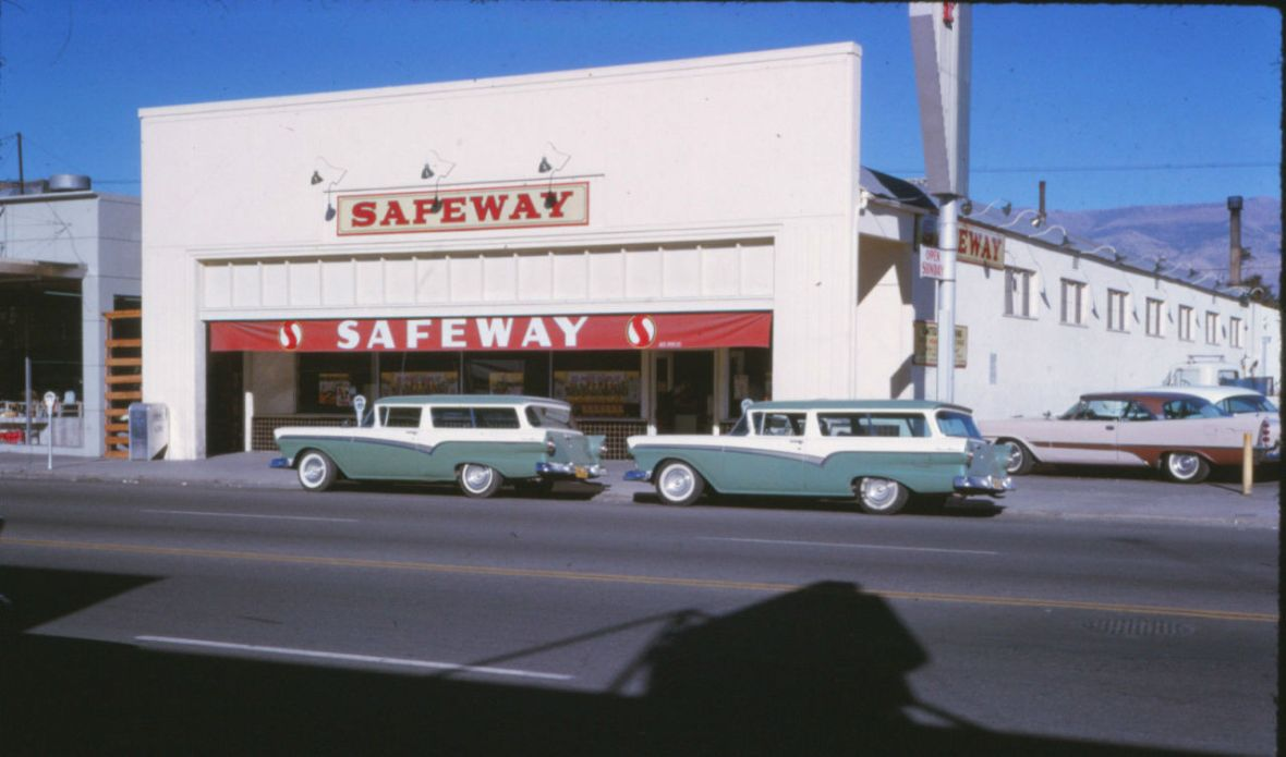 Safeway - Reno, Nevada U.S.A. - December 1962 - Featuring two stunning 1957 Ford Del Rio station wagons