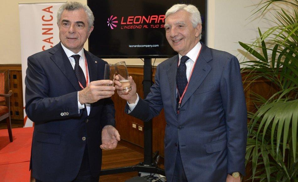Uno era capo della polizia durante il massacro del G8 di Genova, l'altro fresco di condanna per la strage di Viareggio. Solo bella gente a Finmeccanica…