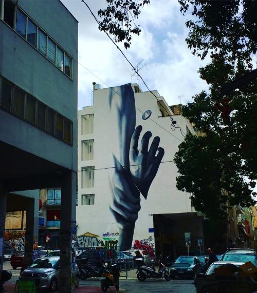 "ekptwtos-aggelos:  ""Σήμερα είναι τα χέρια μνήμη. Η ψυχή δεν θυμάται, πονάειαπ' την τόση ανάμνηση. Αλλά στα χέριαμένει η ενθύμηση εκείνου που κράτησαν..""Exarcheia, Greece."