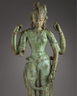 lacma:This copper sculpture depicts the Hindu gods Shiva and Parvati united as one being called Ardhanarishvara. This androgynous image united masculinity and femininity to emphasize the non-duality of the divine principle. See it now in the Ahmanson Building, level 4. #lacma #sculpture http://ift.tt/2sxqSON