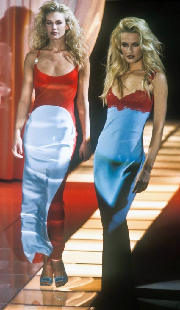 e07489133d717 xtremebeauty  Valeria Mazza + Karen Mulder Gianni Versace Autumn ...