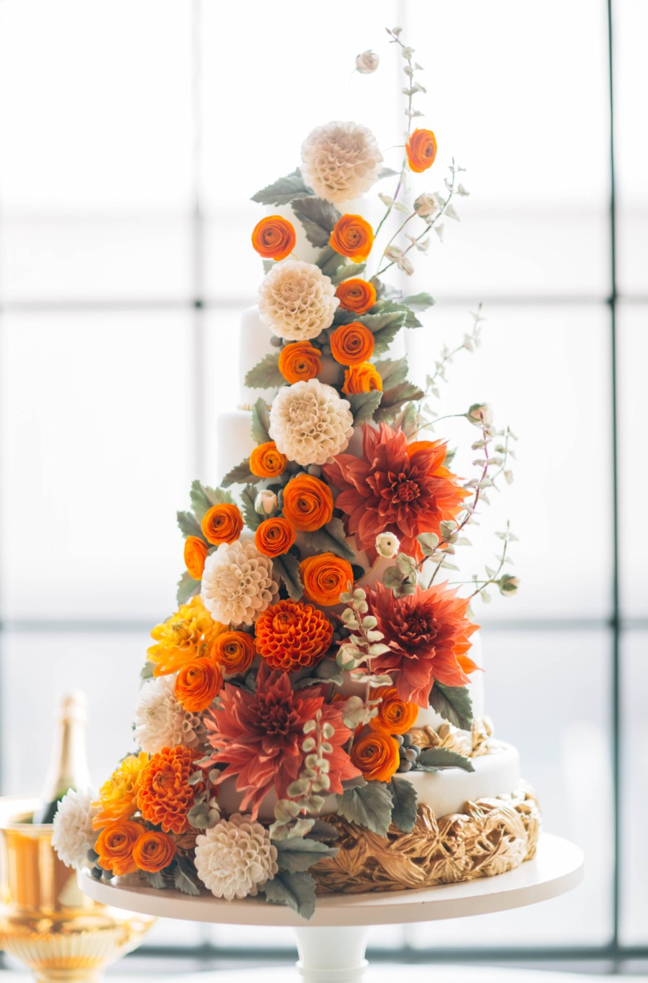 Fall Sugar Flower Wedding Cake I Mischief Maker Cakes #sugarflower #sugarflowerweddingcake #mischiefmakercakes #themischiefmaker #bemischievious #luxury #luxuryweddingcake  #luxurywedding