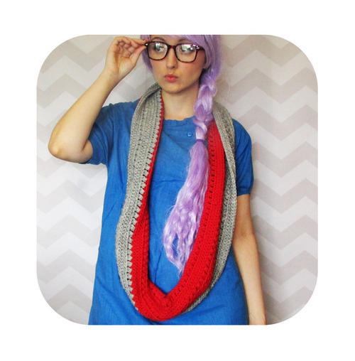 free crochet pattern textured infinity loop grey red