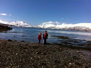 Kids on a sea treasure hunt