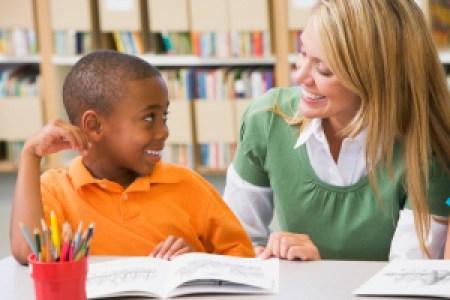 ocdc4u-kindergarten-teacher-helping-student-with-reading-skills
