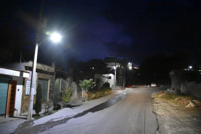 Instalan en Corregidora 111 nuevos puntos de luz a lo largo de 2 kilómetros