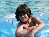 Happy Kids beim Planschen im Pool