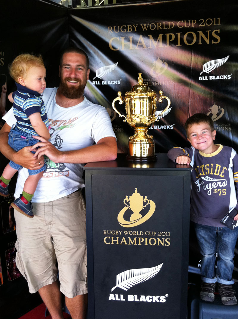 In Neuseeland Rugby kennengelernt mit dem WM Pokal der All Blacks