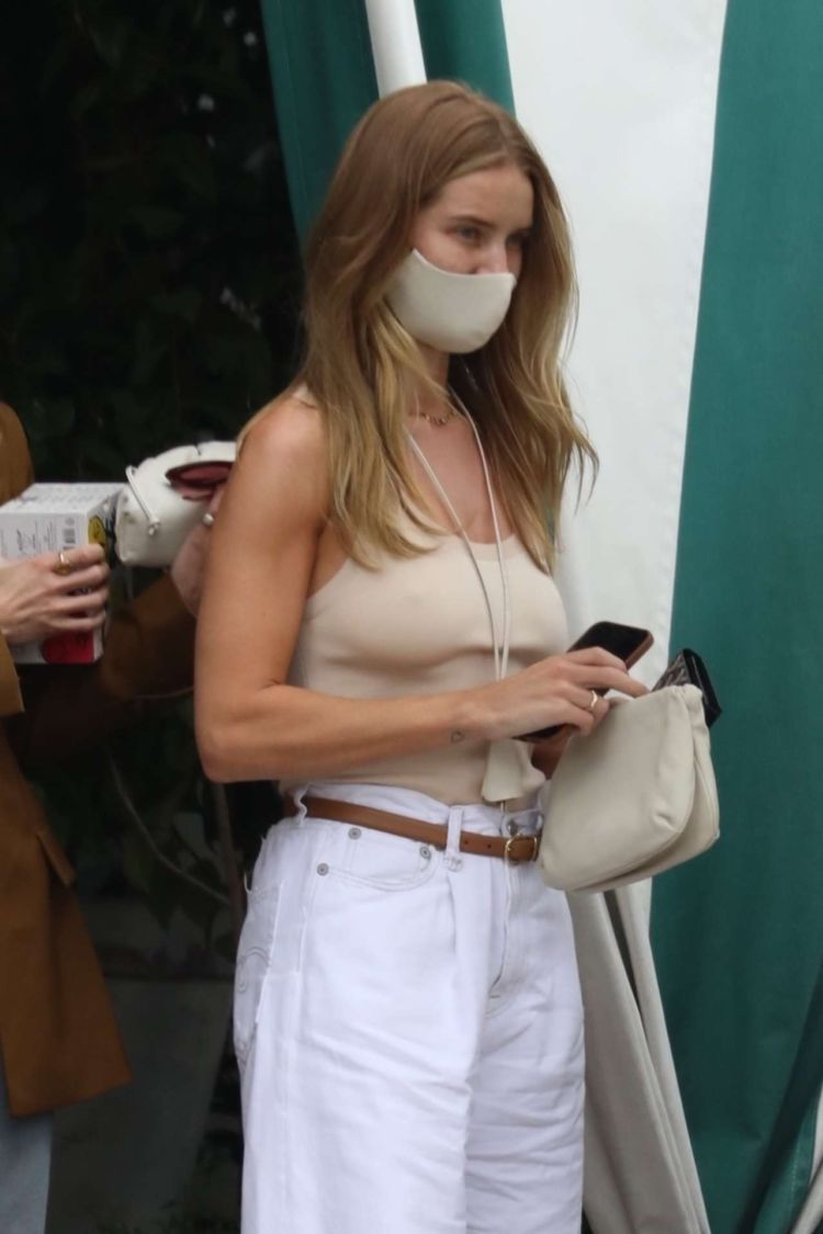 Rosie Huntington-Whiteley Candids At San Vicente Bungalows In West Hollywood