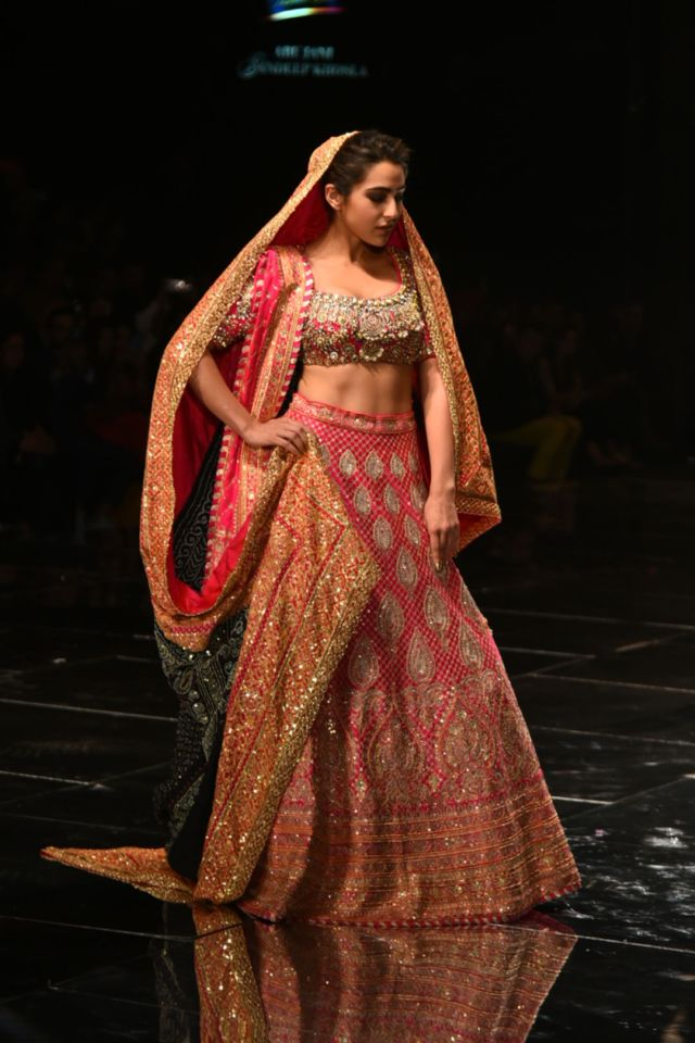 Sara Ali Khan In Traditional Looks On The Ramp