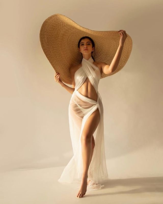 Shanaya Kapoor Looks Stunning In Her Latest Photoshoot
