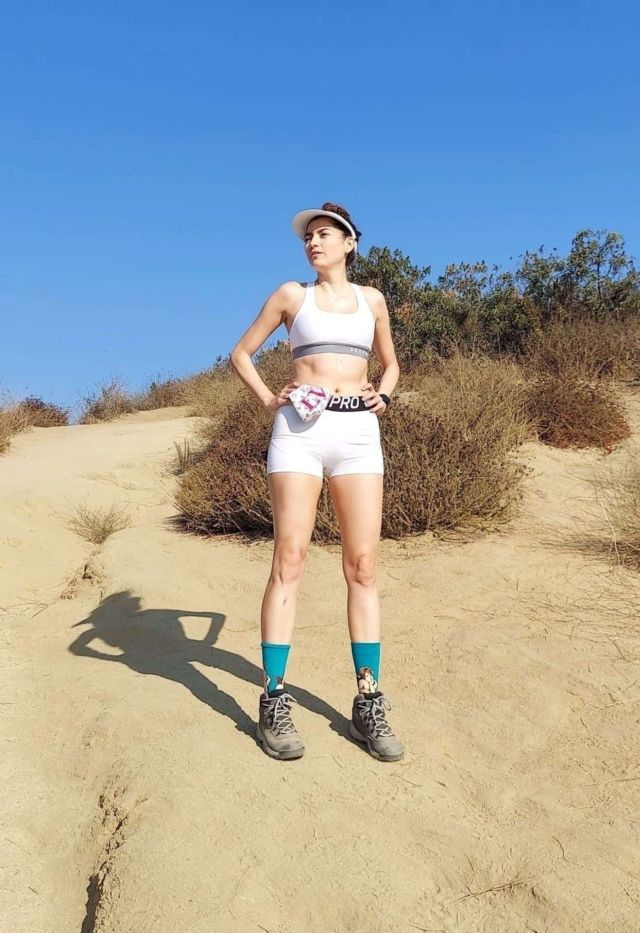 Stunning Blanca Blanco Goes Hiking In The Hollywood Hills