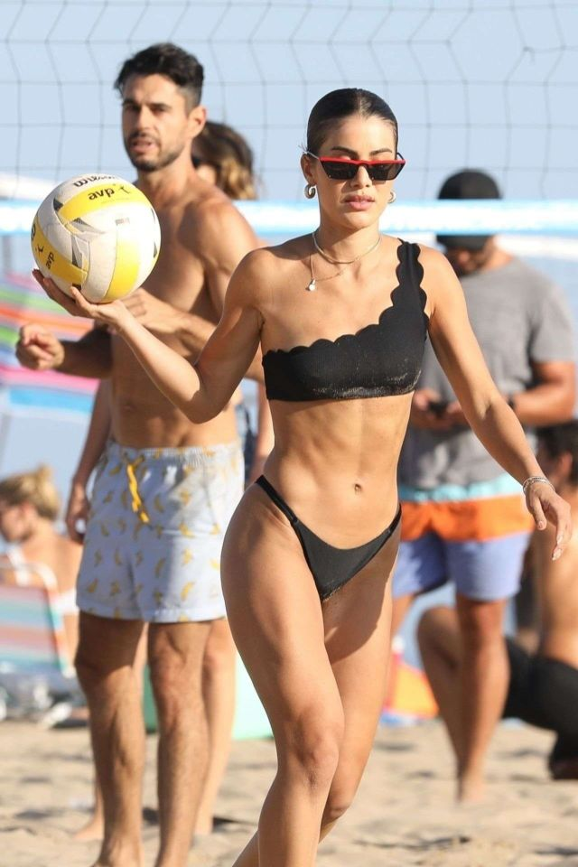 Camila Coelho Playing Volleyball In Black Bikini At The Beach In Malibu