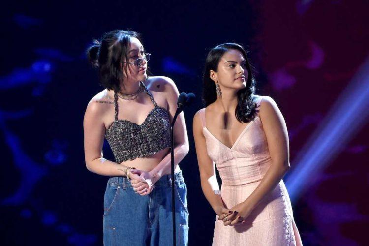 Camila Mendes Shines At Teen Choice Awards 2018