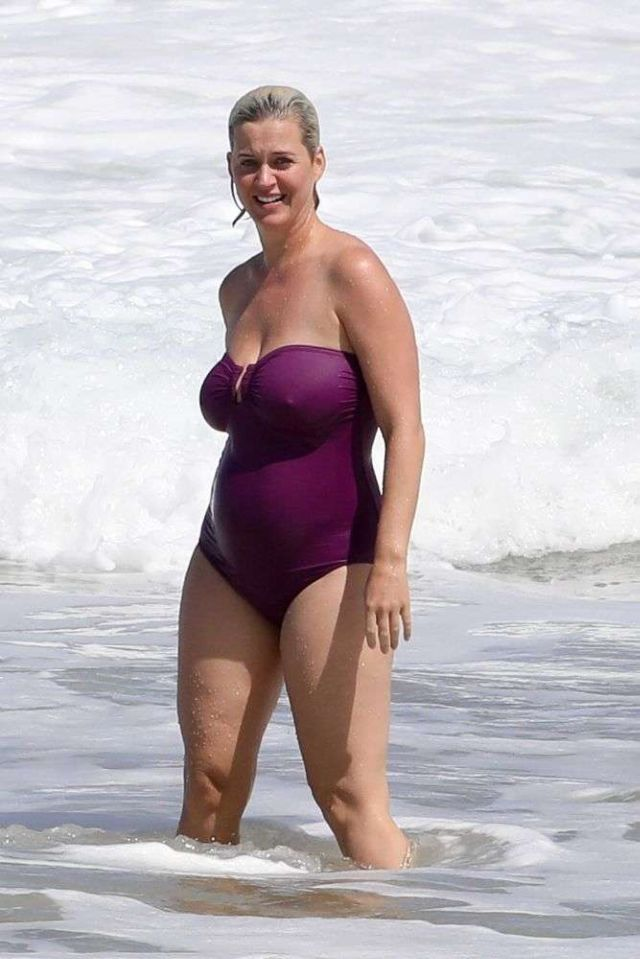 Katy Perry Vacationing In A Swimsuit At A Beach In Hawaii