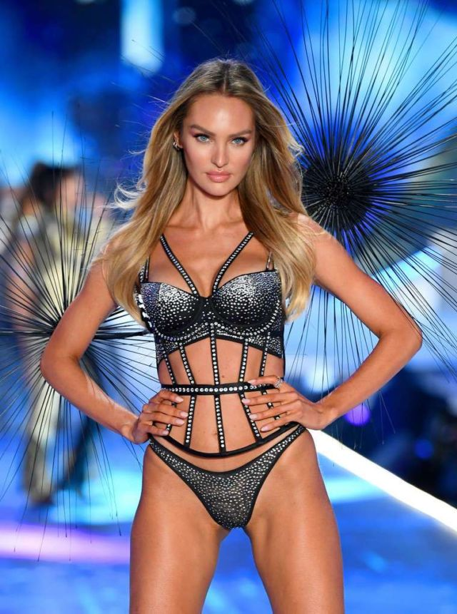 Candice Swanepoel Catches All Attention At Victoria's Secret Fashion Show 2018