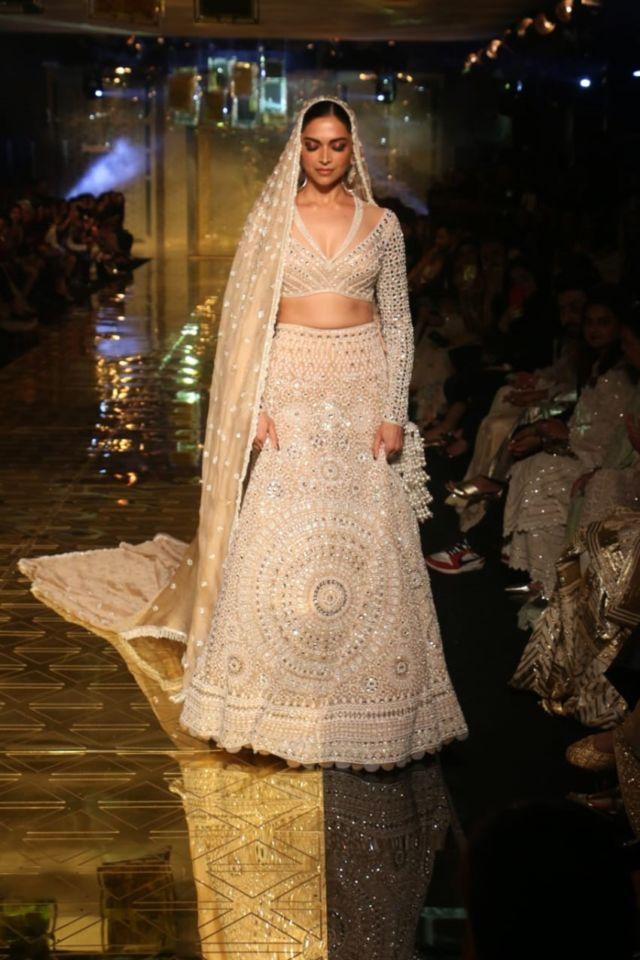 Bollywood Queen Deepika Padukone Walks The Ramp For Abu Jani & Sandeep Khosla's Fashion Show