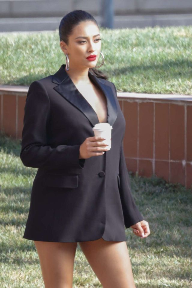 Shay Mitchell Looks Amazing In Black Coat For A Photoshoot In Barcelona