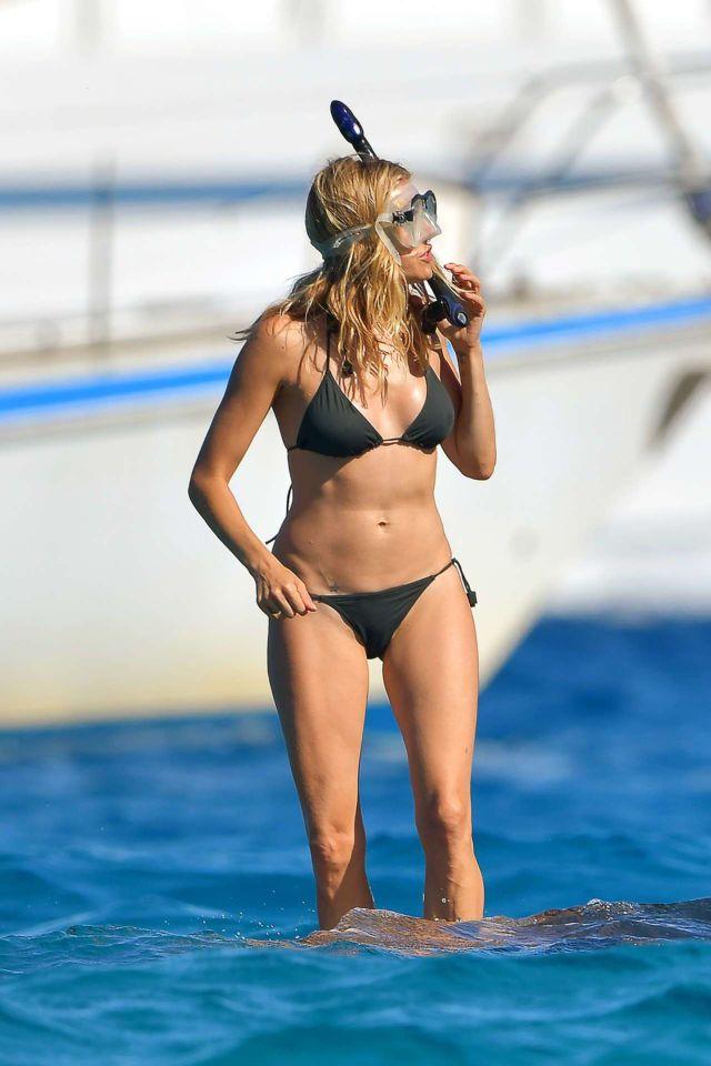 Sienna Miller On A Vacation In Bikini On A Boat In St Tropez