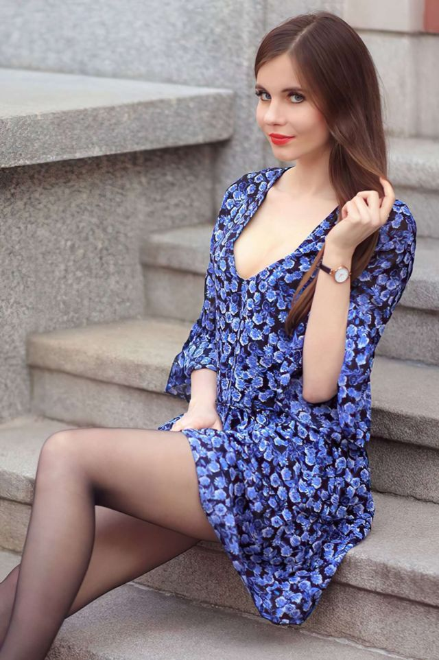 Ariadna Majewska Looks Pretty In Blue Floral Dress