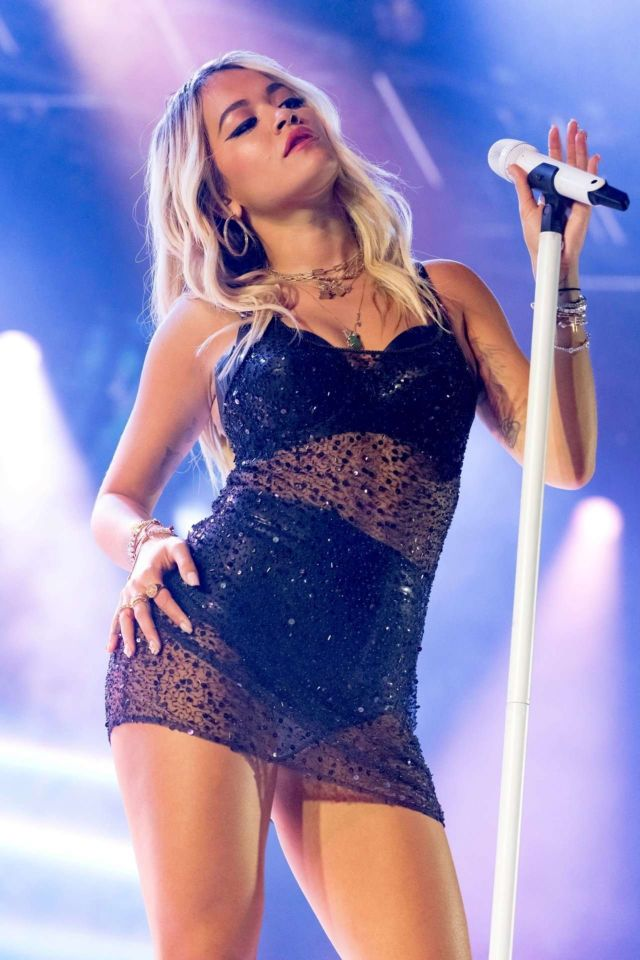 Hottie Rita Ora Performing Onstage In London