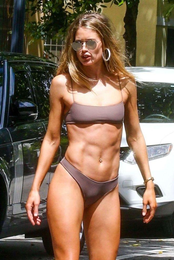 Doutzen Kroes Poses For A Bikini Photoshoot On The Streets Of Miami