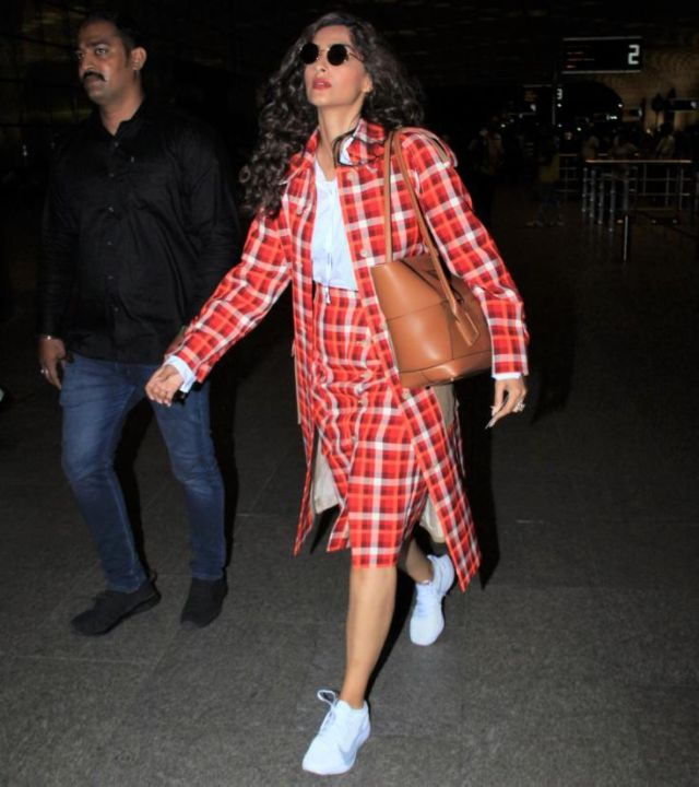 Sonam Kapoor's New Airport Look Is Awesome
