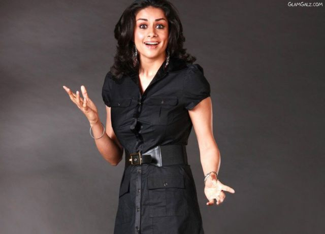 Click to Enlarge - Gorgeous Indian Beauty Gul Panag Walls