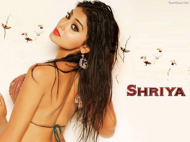 Click to Enlarge - Most Beautiful Wallpapers of Shriya Saran