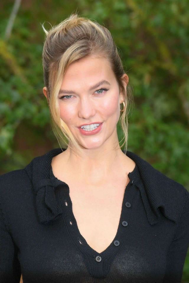 Gorgeous Karlie Kloss At Christian Dior Fashion Show