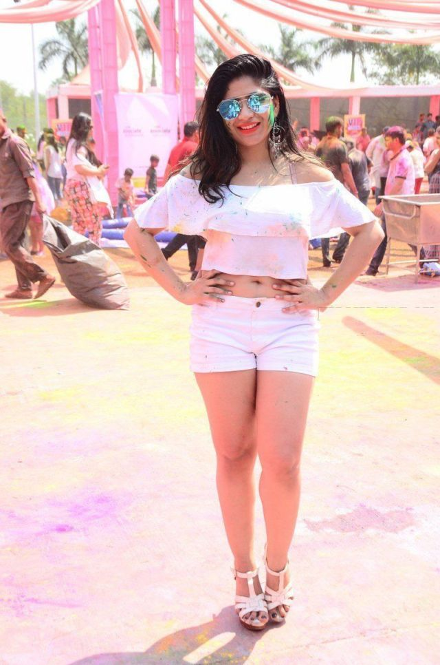 Madhulagna Das Enjoyed The Grand Holi Bash At Novotel Airport