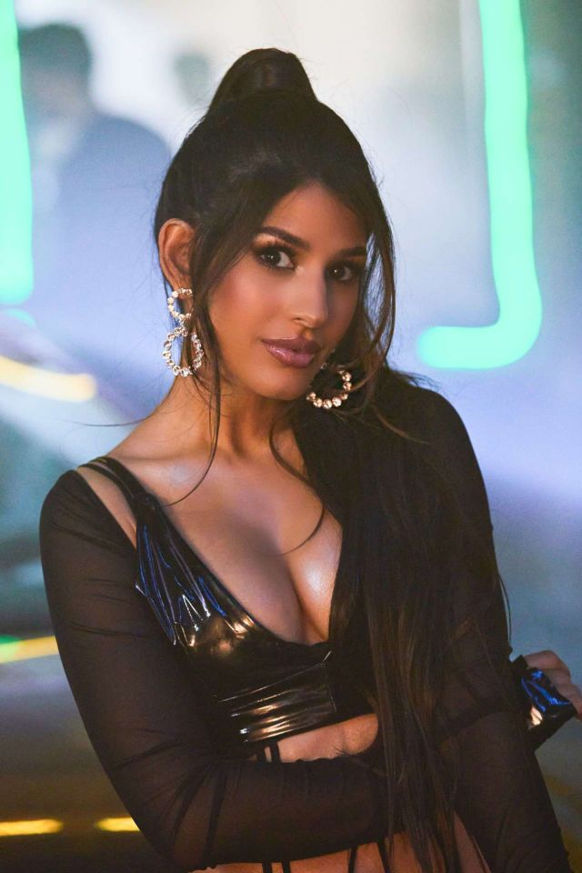 Jasmin Walia Shooting For Her Latest Song In London