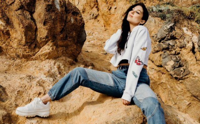 Pretty Kira Kosarin's Photoshoot On The Rocks