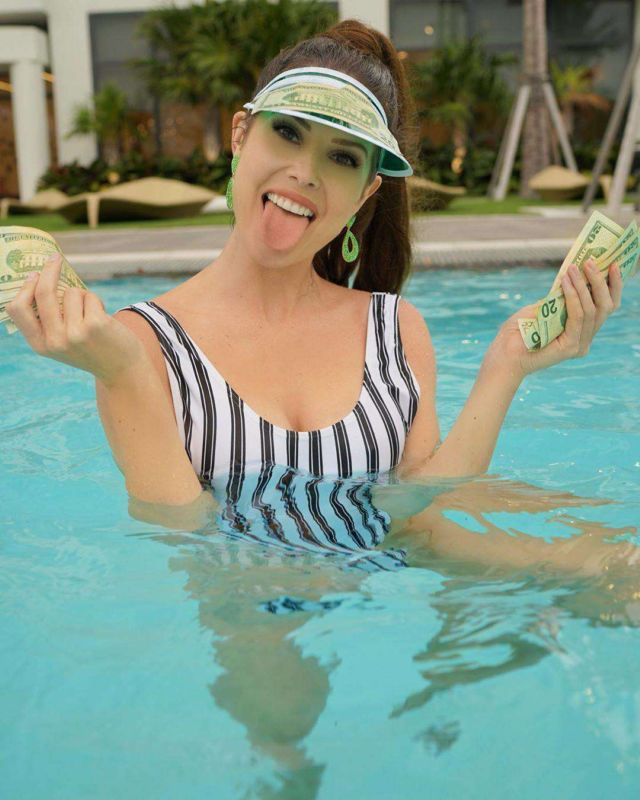 Amanda Cerny Enjoying In Swimsuit At A Swimming Pool