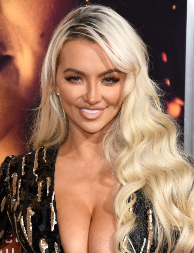 Lindsey Pelas Attends The Premiere Of 'Miss Bala' In LA