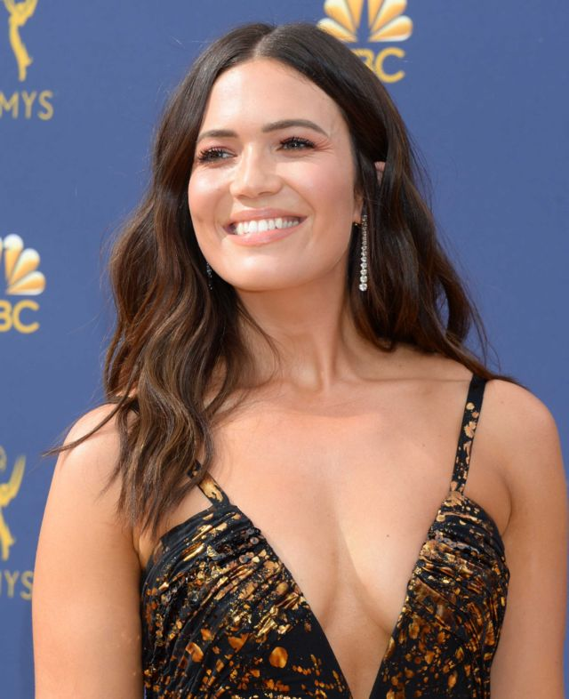 Beautiful Mandy Moore Shines At Emmy Awards