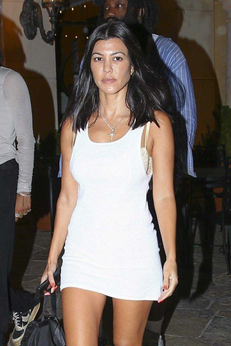 Kourtney Kardashian Out With Her Friends In Calabasas